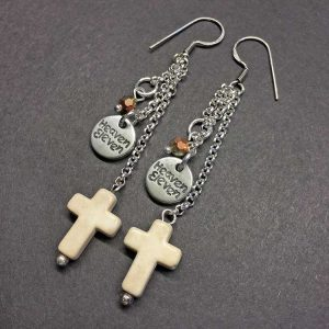 zilveren oorhangers Heaven Eleven met kruisje wit