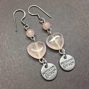 zilveren oorhangers Heaven Eleven met rozekwarts hartje.