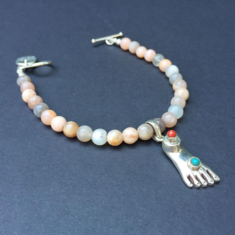 heaven eleven, armband met zilveren buddha foot